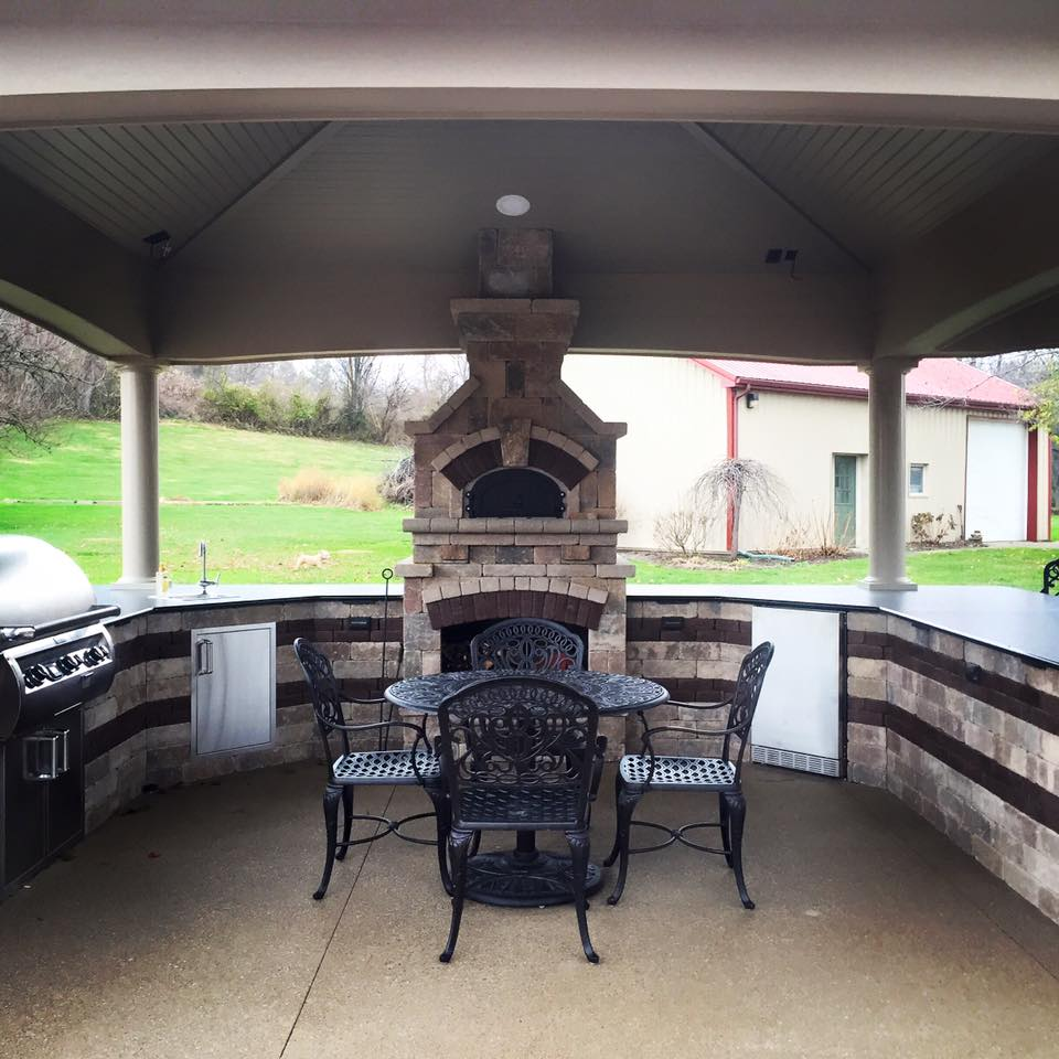 Outdoor Kitchen by Creative Hardscapes of Ohio